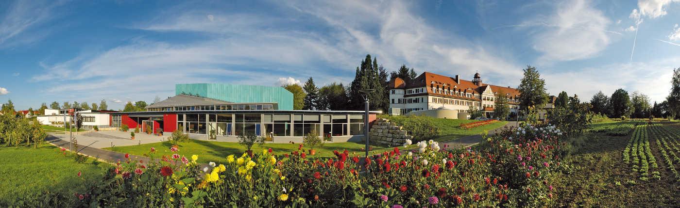 Nia semajnfinejo 'Haus Schönblick' ('Bela rigardo')